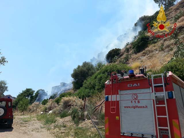I Vigili del Fuoco Modenesi al lavoro sugli incendi al Sud