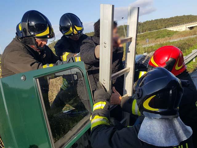 Incidente sulla 107 a Crotone, coinvolto un autocarro