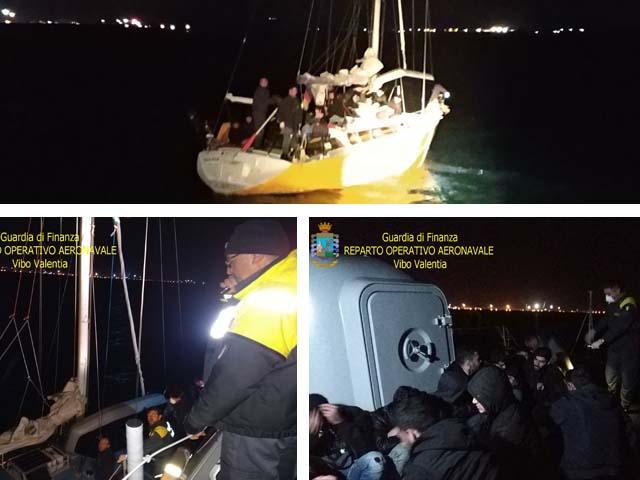 Nuovo sbarco a Crotone, intercettato veliero tedesco con a bordo 58 migranti