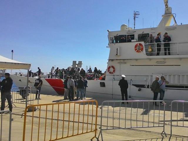 In Abruzzo 25 dei migranti sbarcati a Crotone