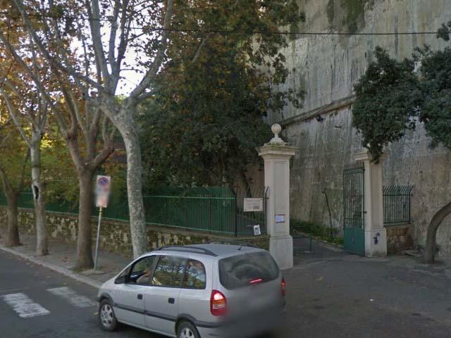 Violenza sessuale a Napoli, arrestato clochard africano