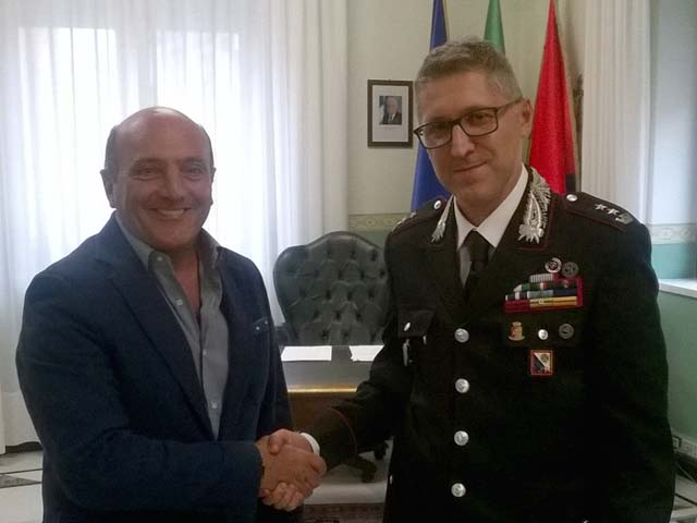 Sindaco incontra nuovo comandante dei carabinieri visita for Arredo inox crotone