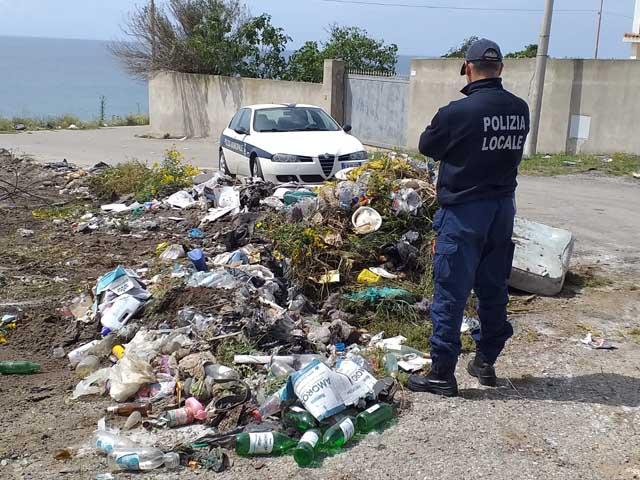 rifiuti polizia locale