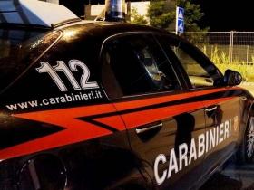 Due uomini arrestati a Crotone e Ciro': uno viaggiava in macchina con coca e coltello, l'altro ubriaco ha aggredito pattuglia dei carabinieri