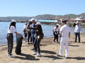 Una tonnellata di rifiuti plastici recuperati in mare e a terra da 450 studenti lungo la costa tra Ciro' e Soverato: inziativa della Guardia costiera