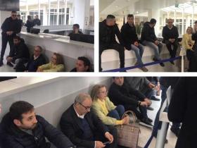 Discarica di Scandale, blitz del sindaco Barberio e dei consiglieri comunali nella hall della Cittadella per smuovere la Regione