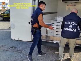 Oltre 5 quintali di bianchetto sequestrati dalla Guardia di finanza a Crotone: sanzione da 25mila euro per un 73enne di Ciro' Marina